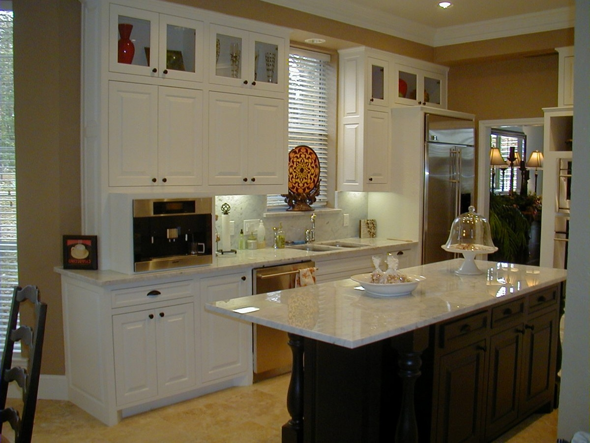 White Kitchen Cabinets With Glass On Top