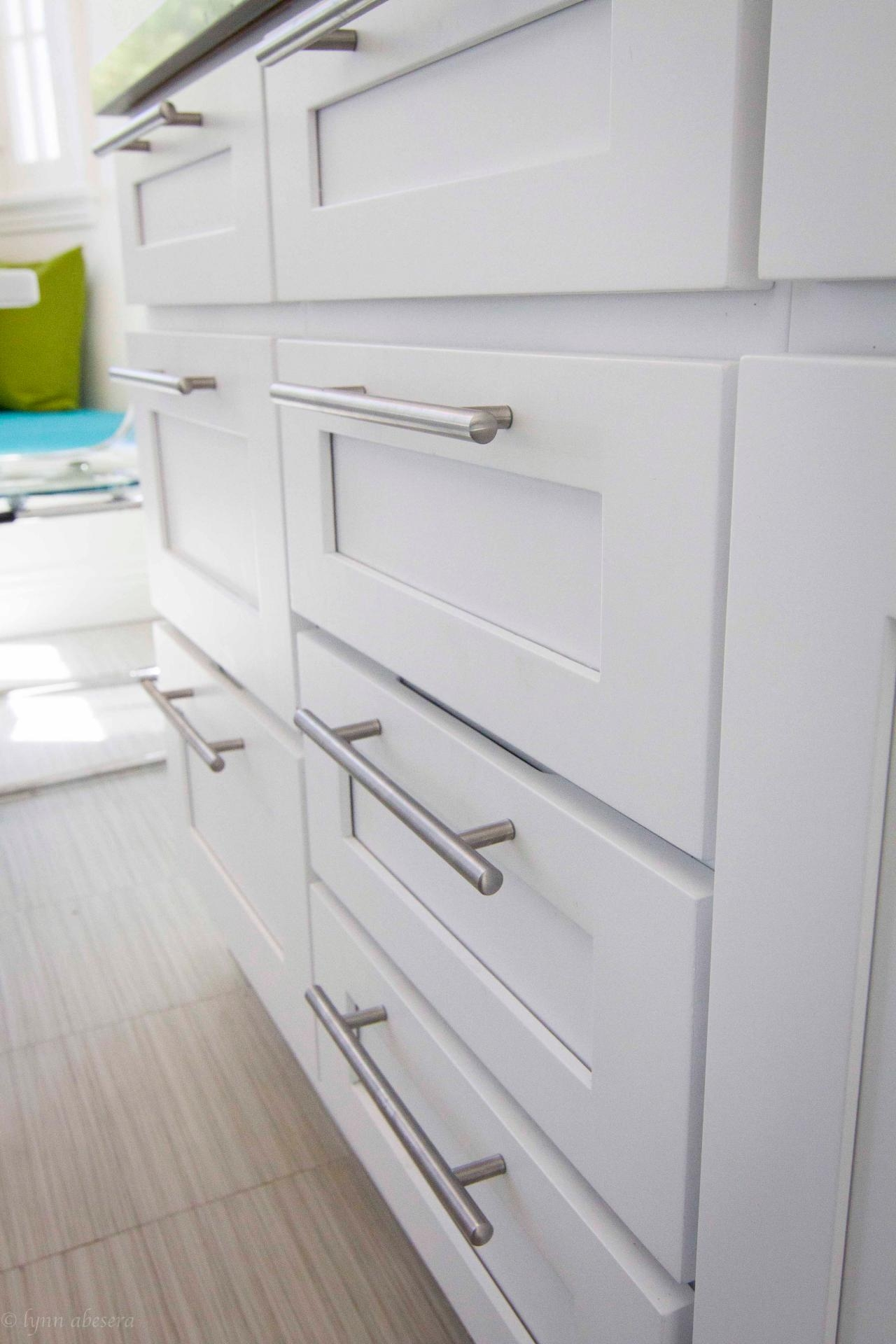 White Kitchen Cabinets With Pulls