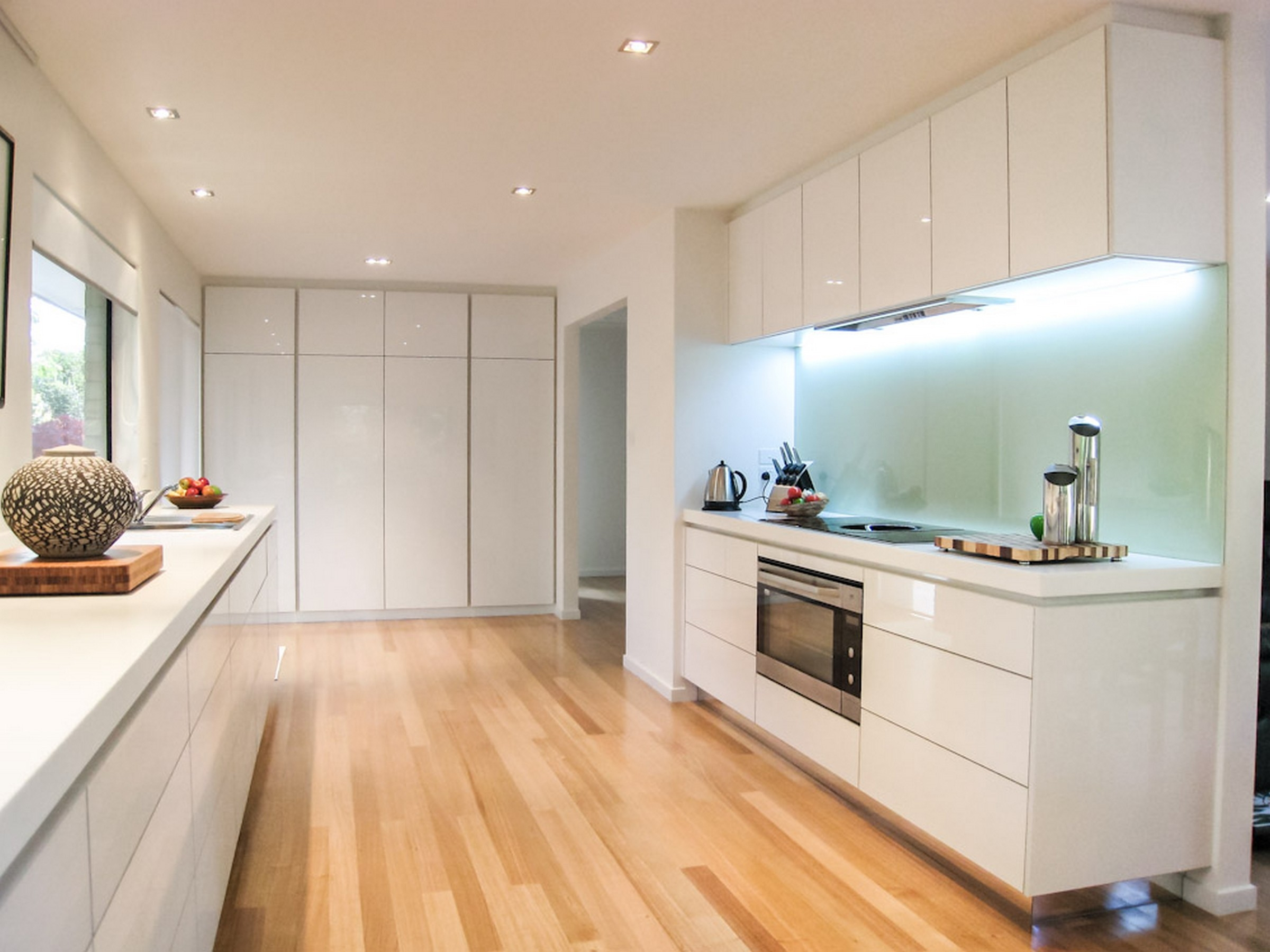 White Kitchen Cabinets Without Handles