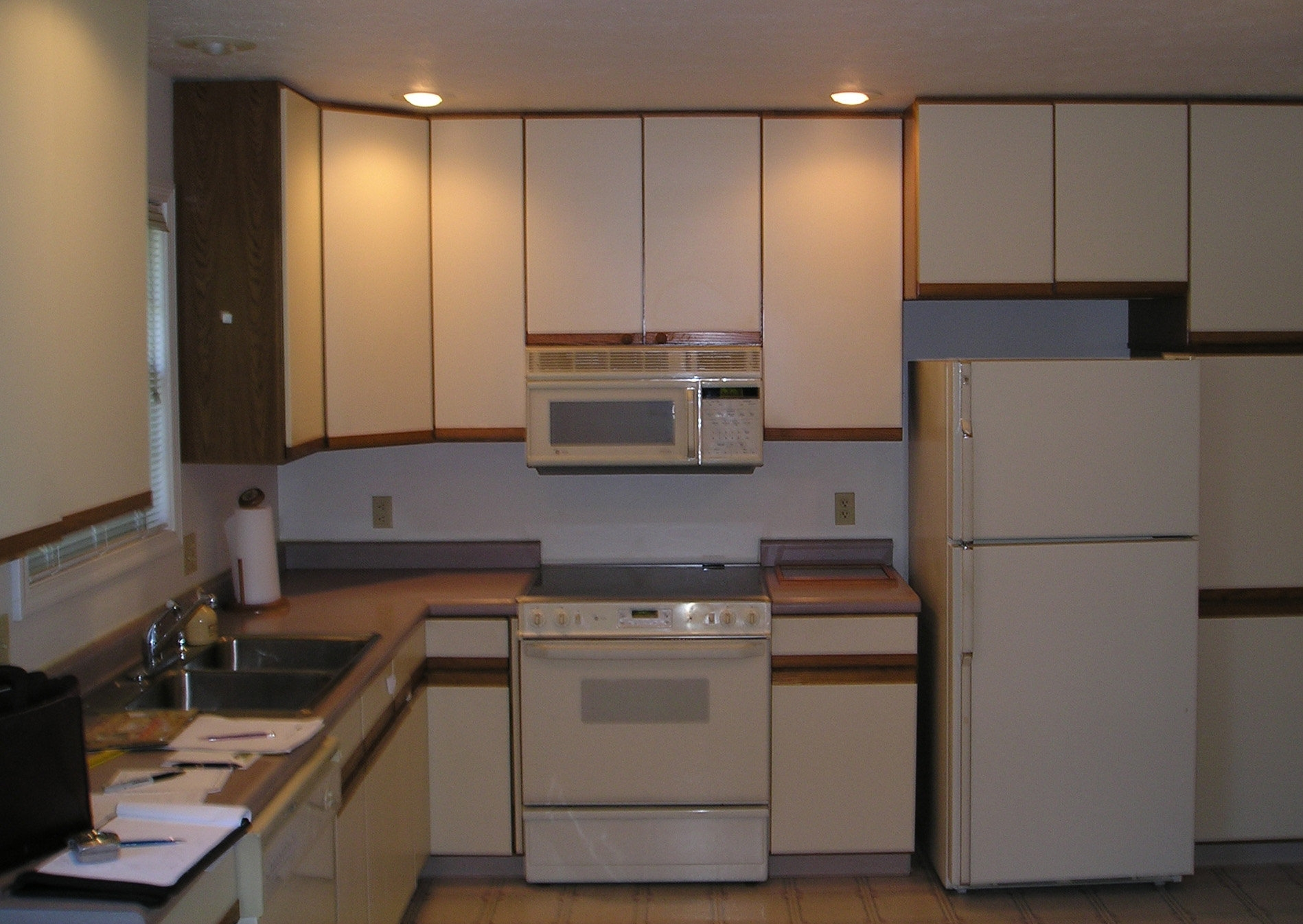 White Particle Board Kitchen Cabinets