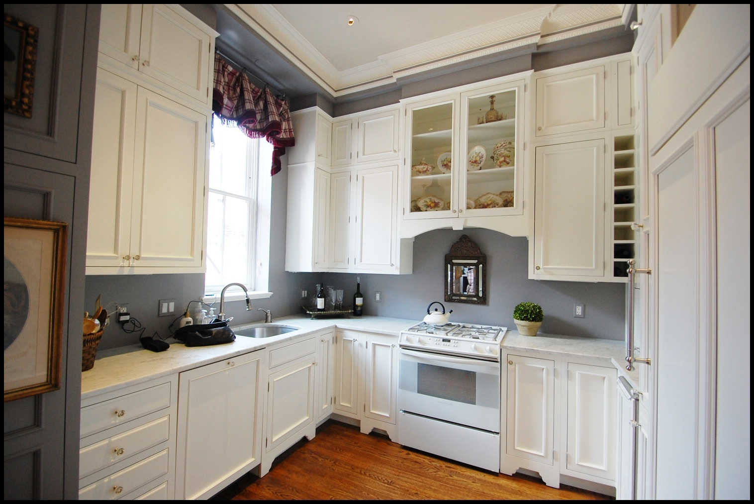 Antique White Kitchen Cabinets With Grey Walls