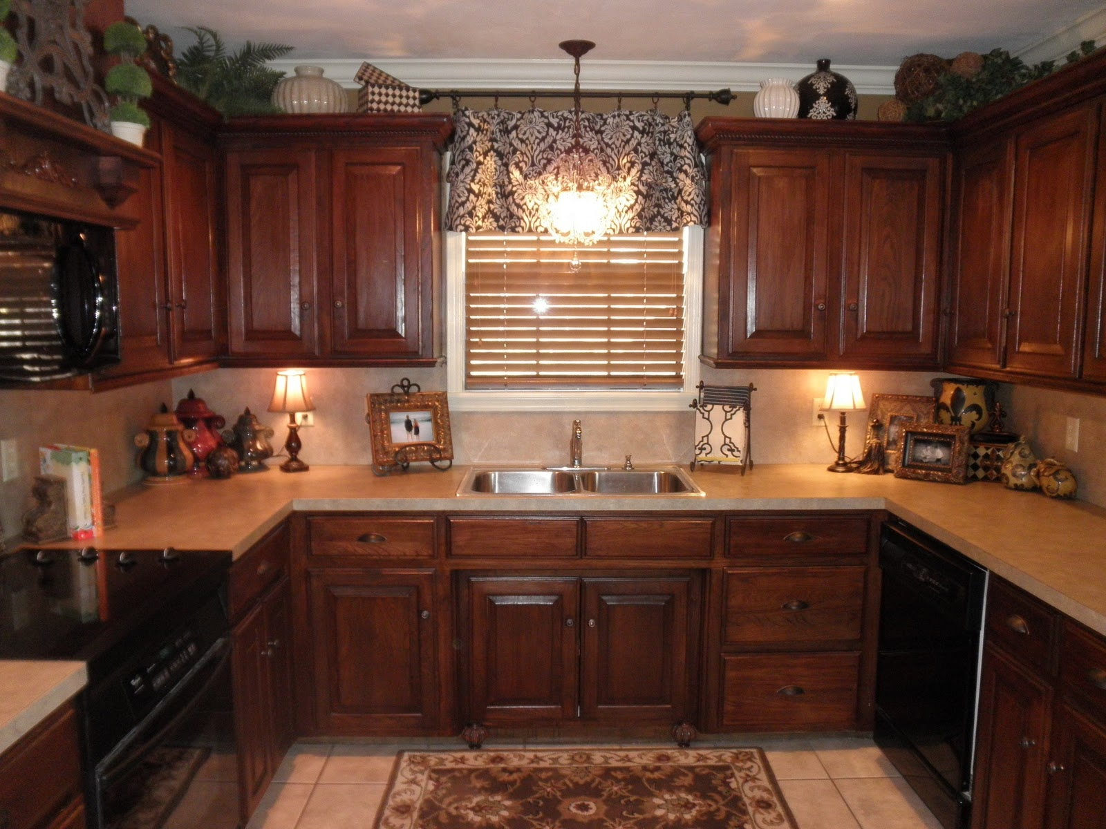 Best Lighting For Above Kitchen Cabinets