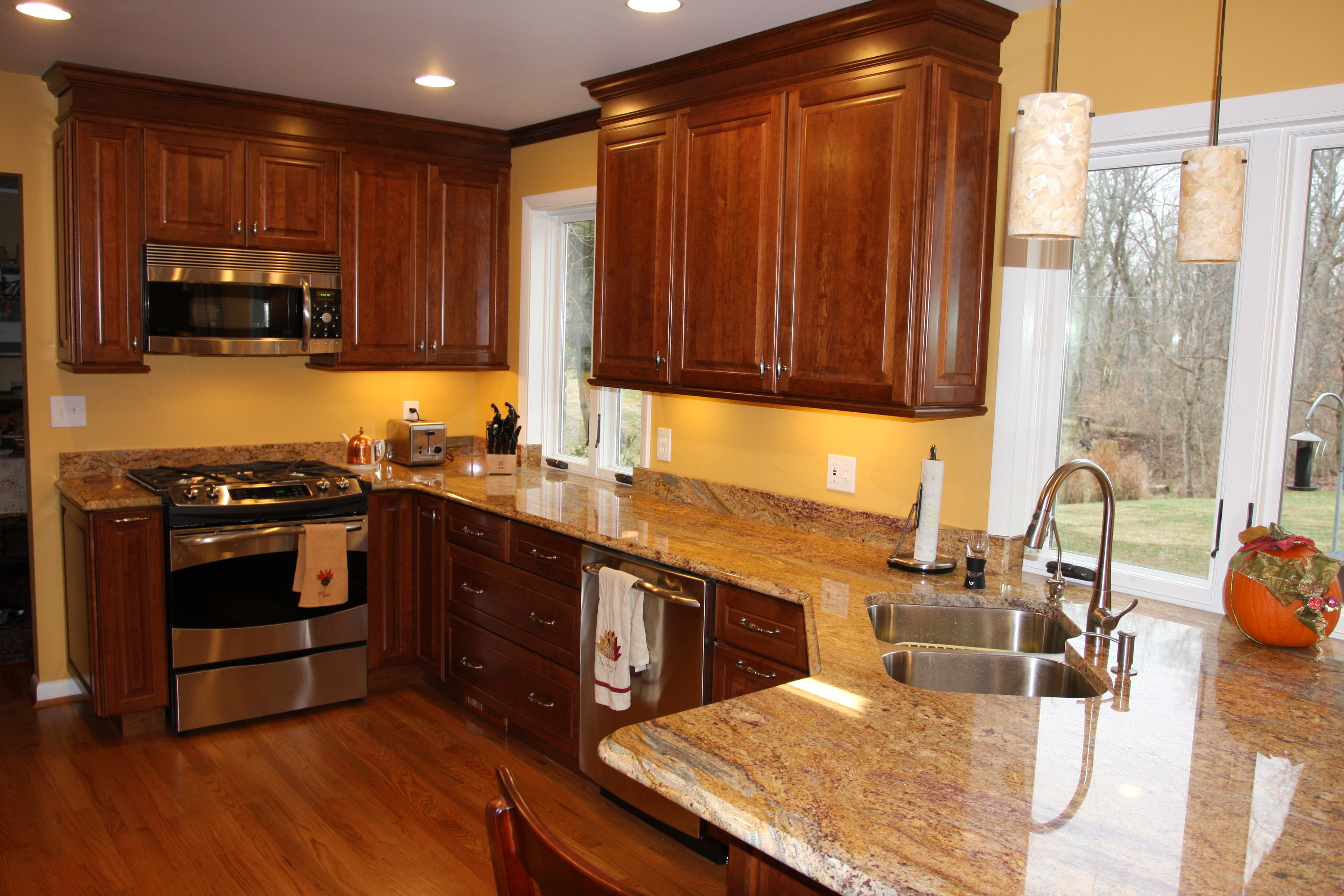 Color Schemes For Kitchens With Cherry Cabinets
