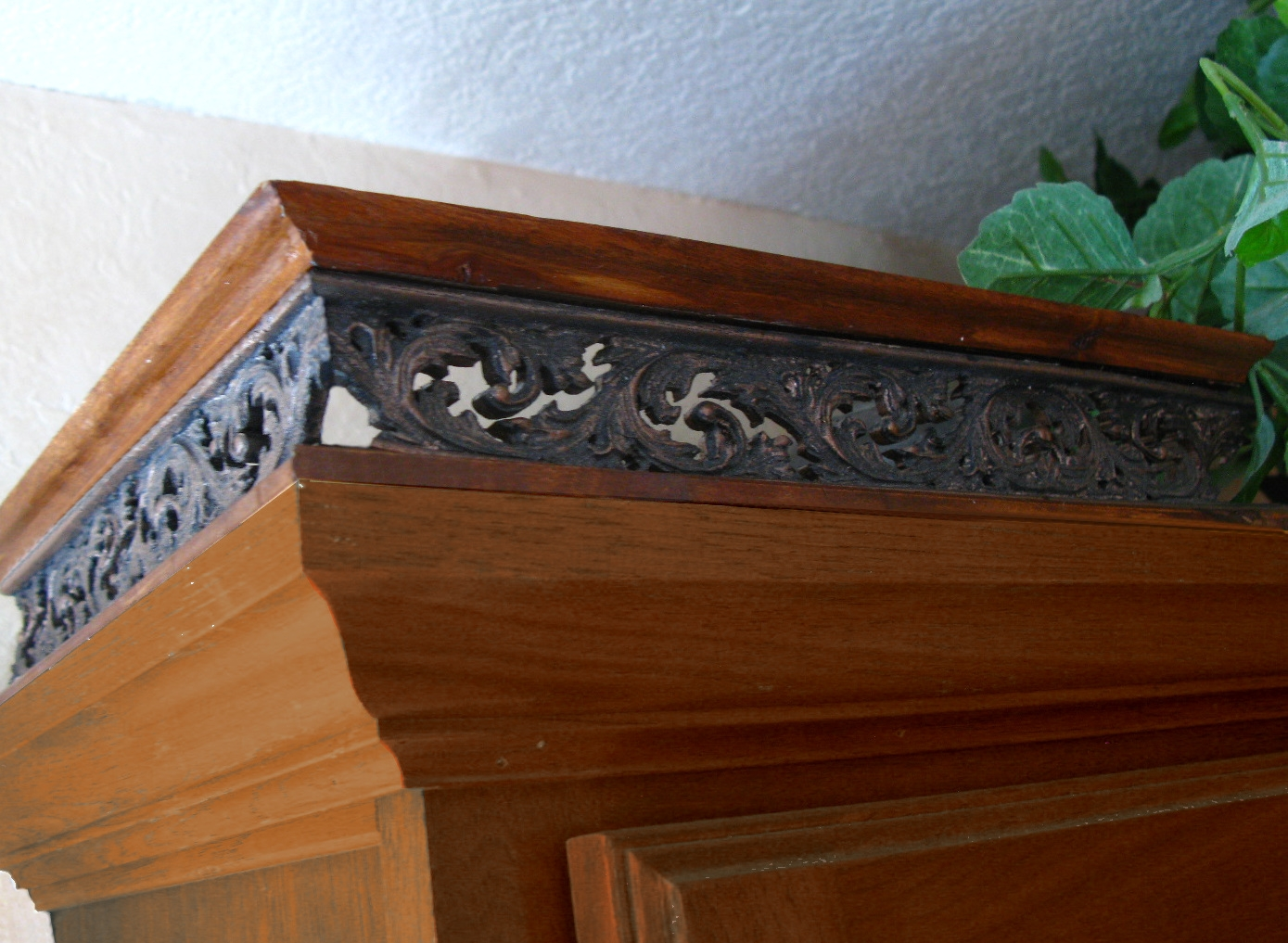 Kitchen Cabinet Top Railing