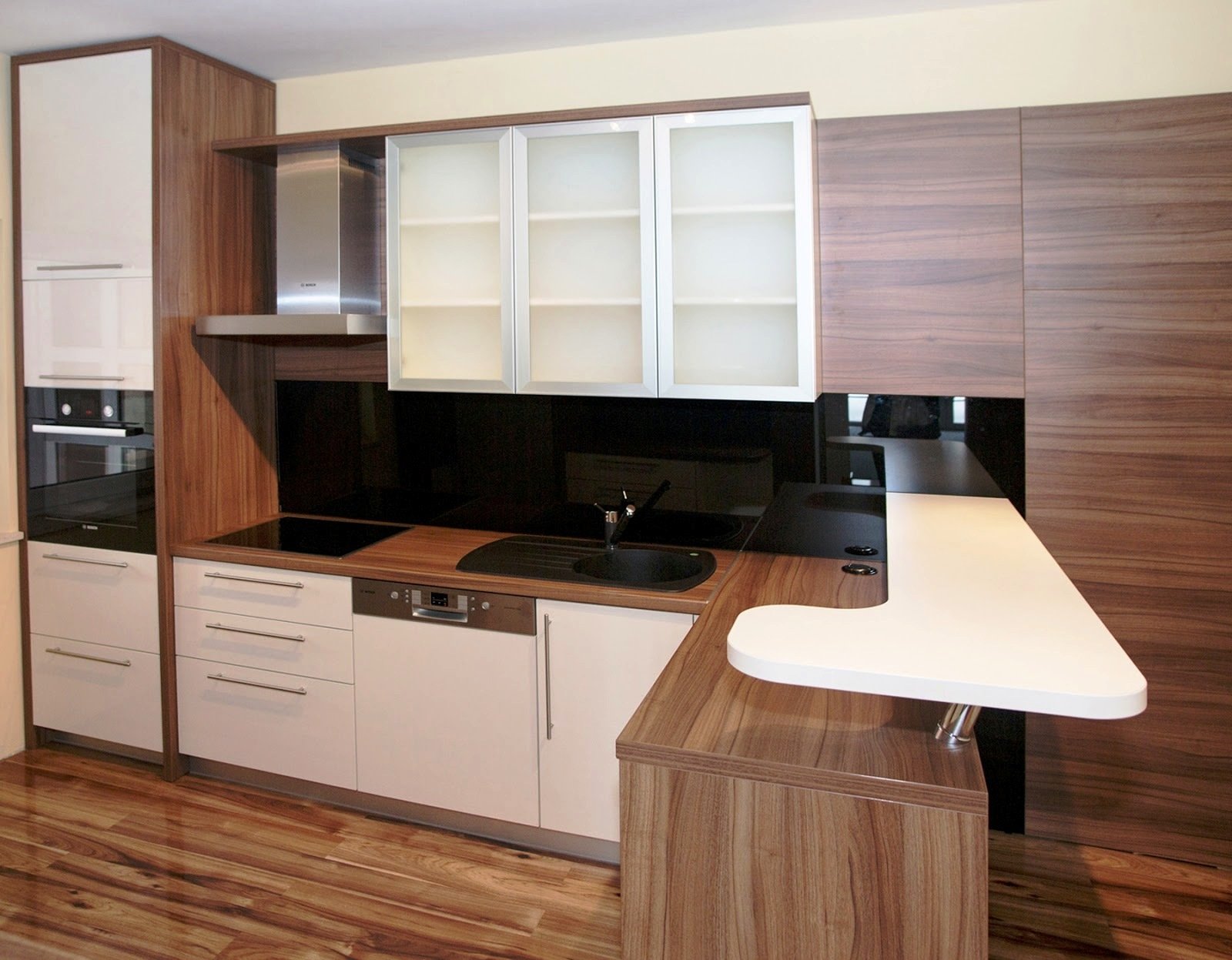 Refacing Old Laminate Kitchen Cabinets'