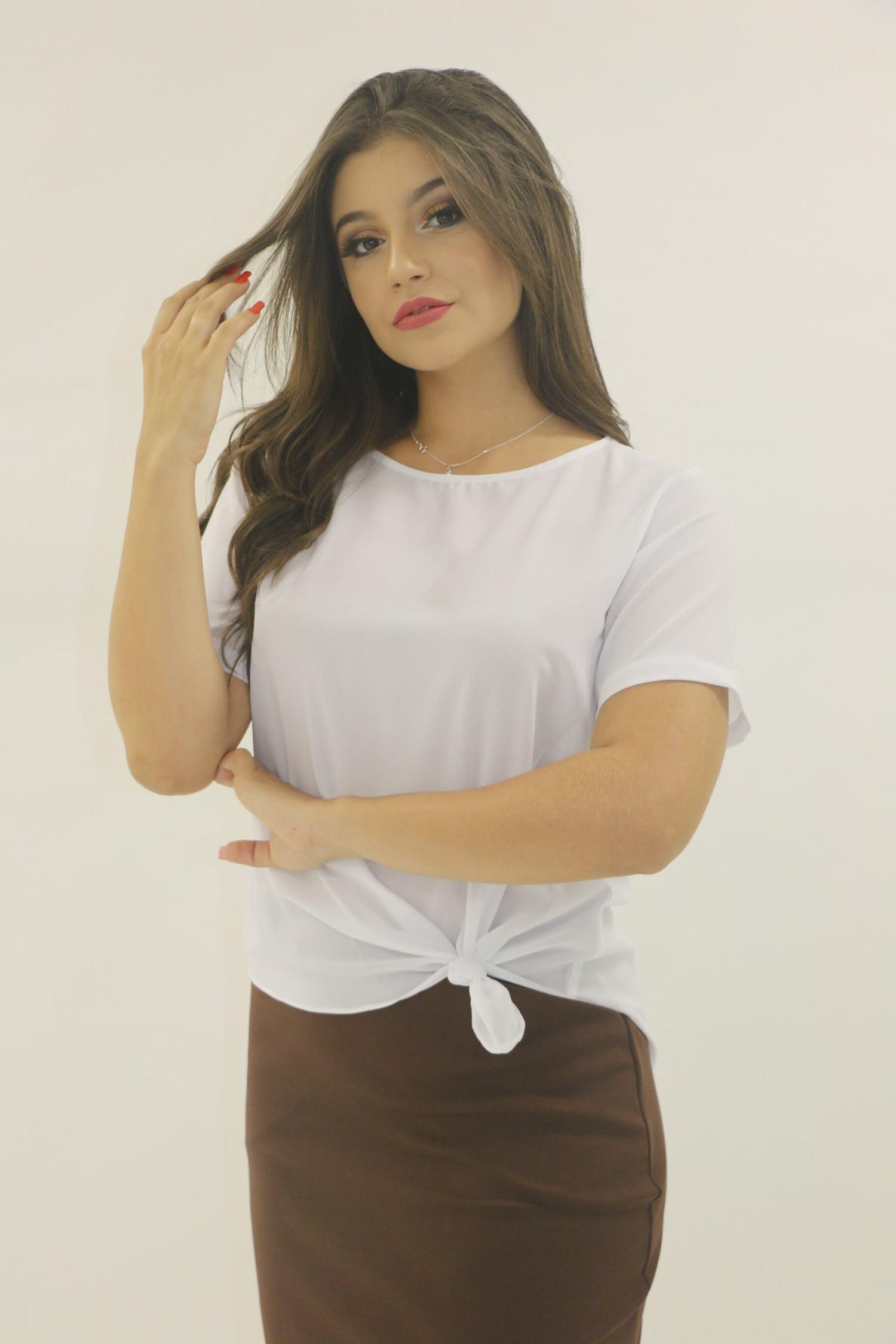 Blusa branca assimetrica amarrada