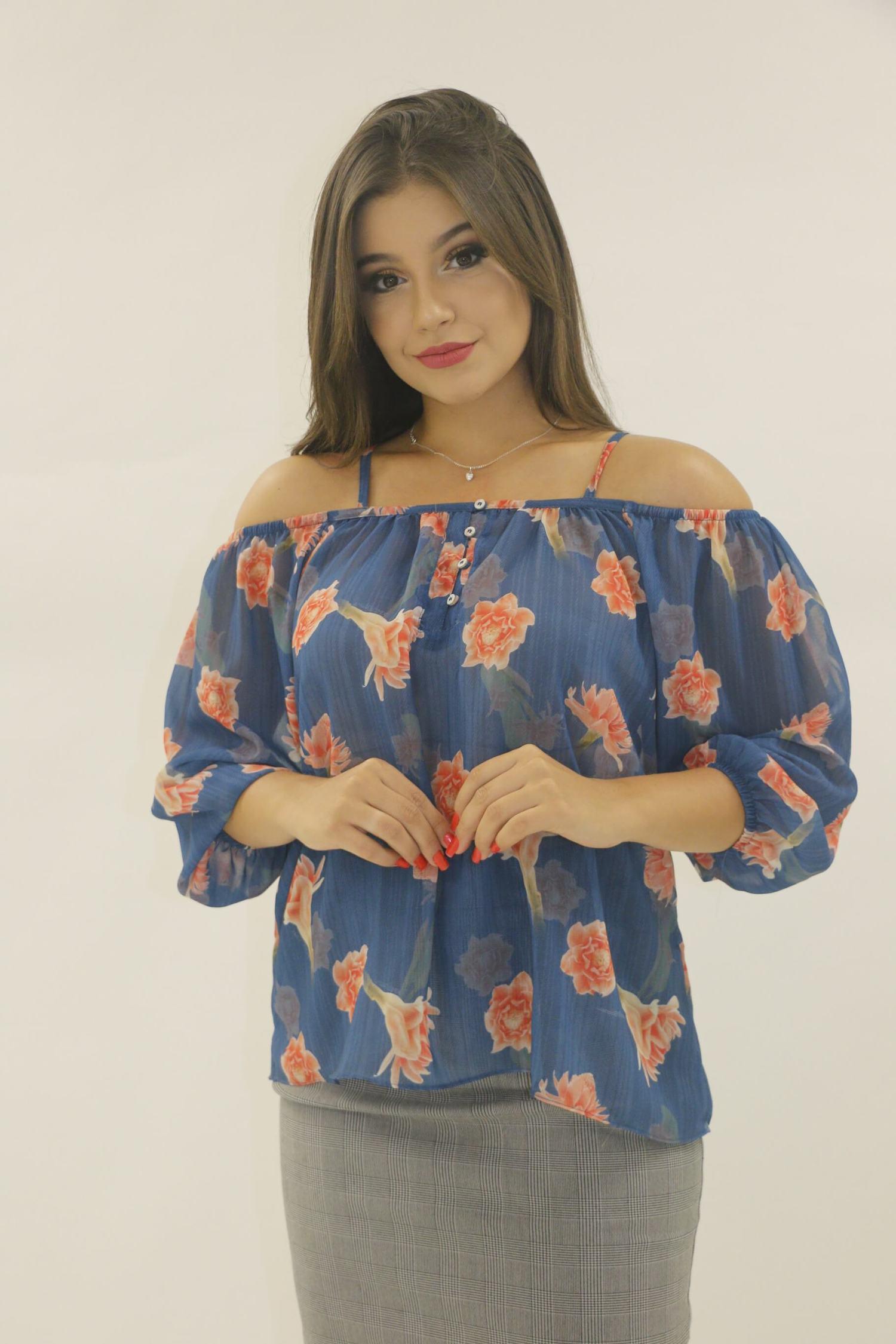 Blusa manga 3/4 ombro a ombro azul com flores