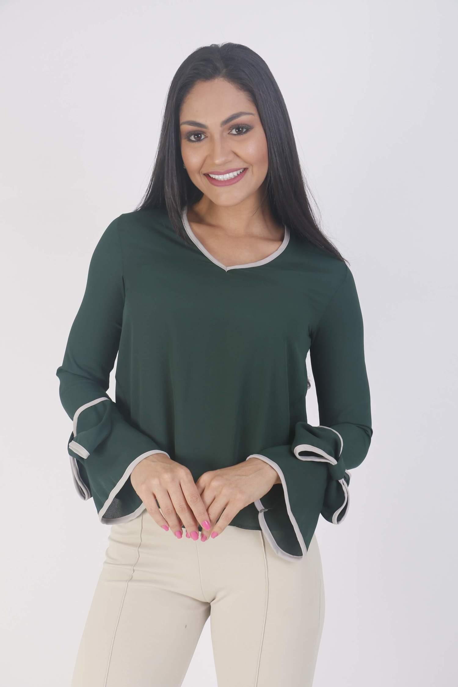 Blusa manga longa verde com laço na manga