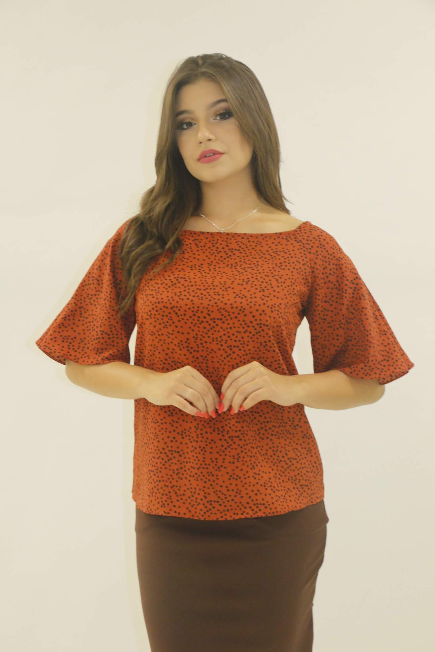 Blusa ombro a ombro laranja com bolinha