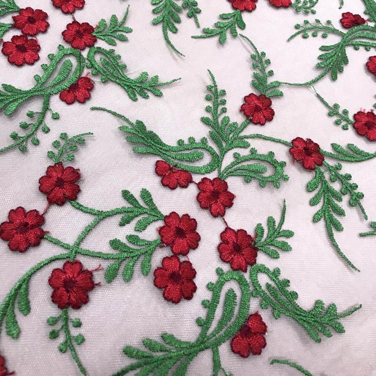 Tecido Tule Bordado Petit Floral - Verde e Vermelho
