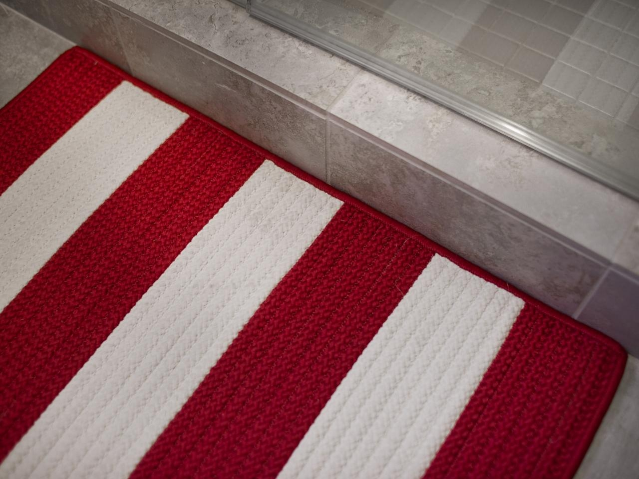White Bathroom Rug That Turns Red