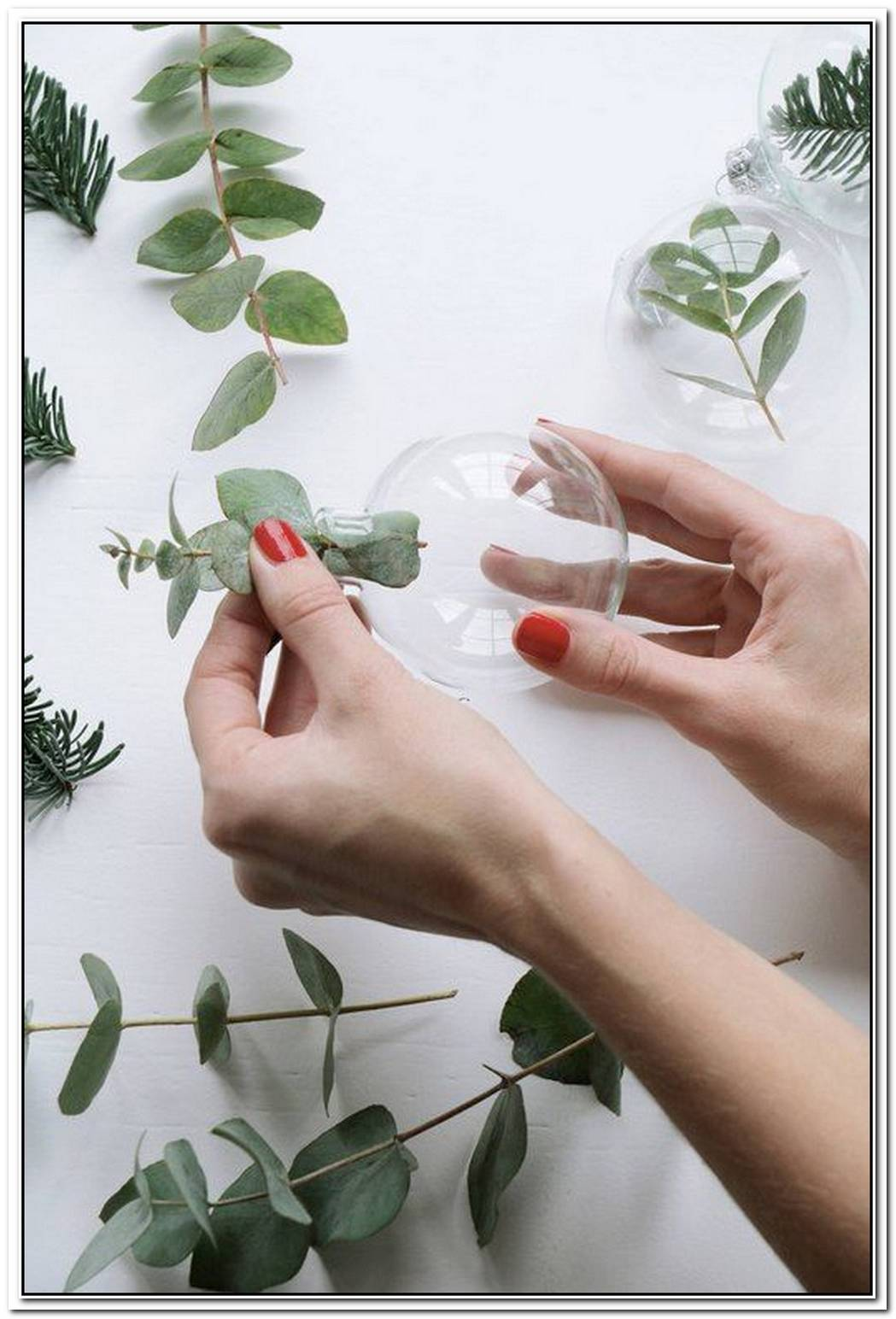 10 Perfectly Simple Holiday Ideas & DIYs We Adore