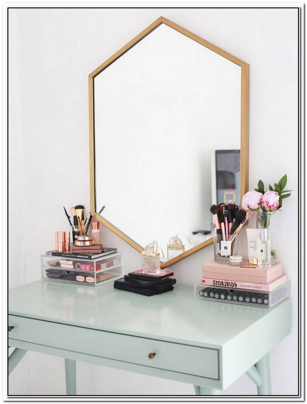 16 Accessories Perfect For Your Vanity Table
