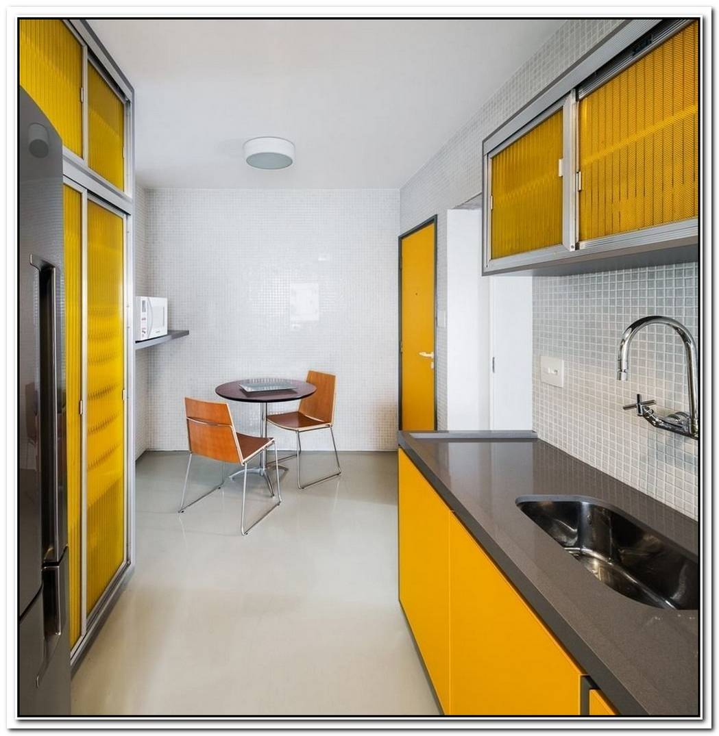 70 Square Meter Apartment With A Continuous Layout And A Wall Divider Made Of Plastic Crates