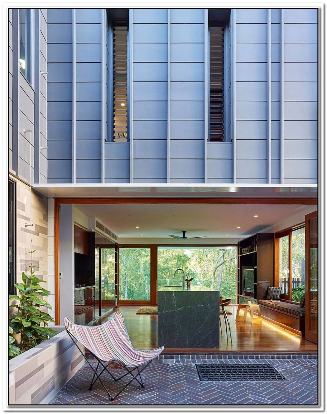 A Tale Of Two ViewsFabulous Fifth Avenue Residence In Bardon