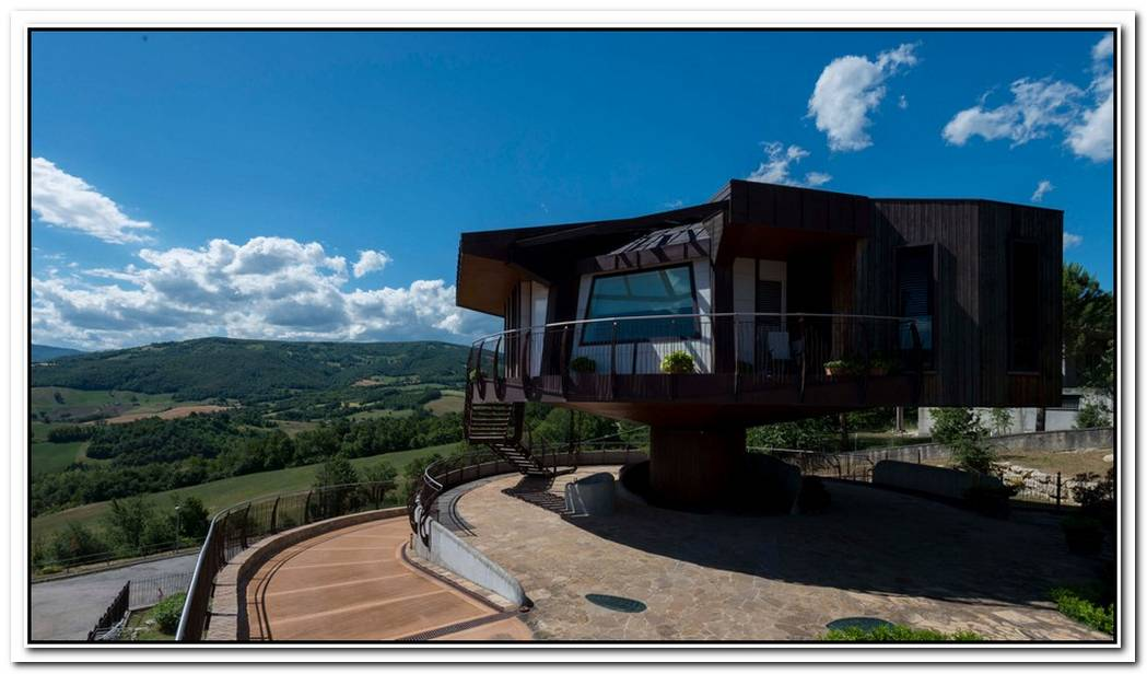 Amazing Rotating House With 360 Degree Views