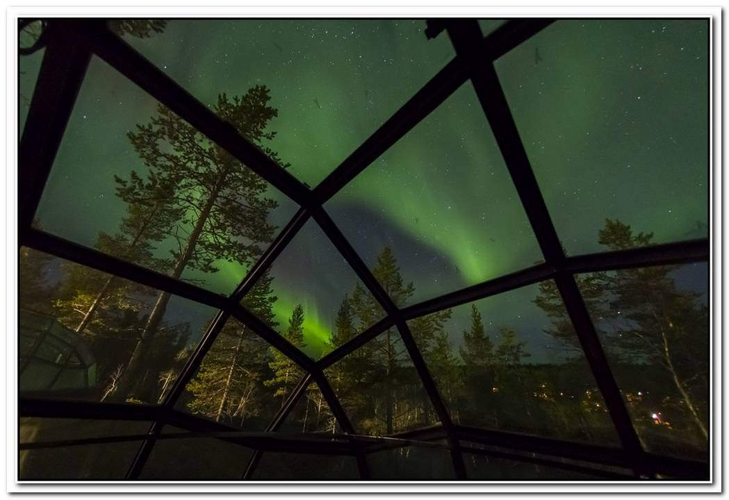 Amazing Views Of The Northern Light From The Igloo Village