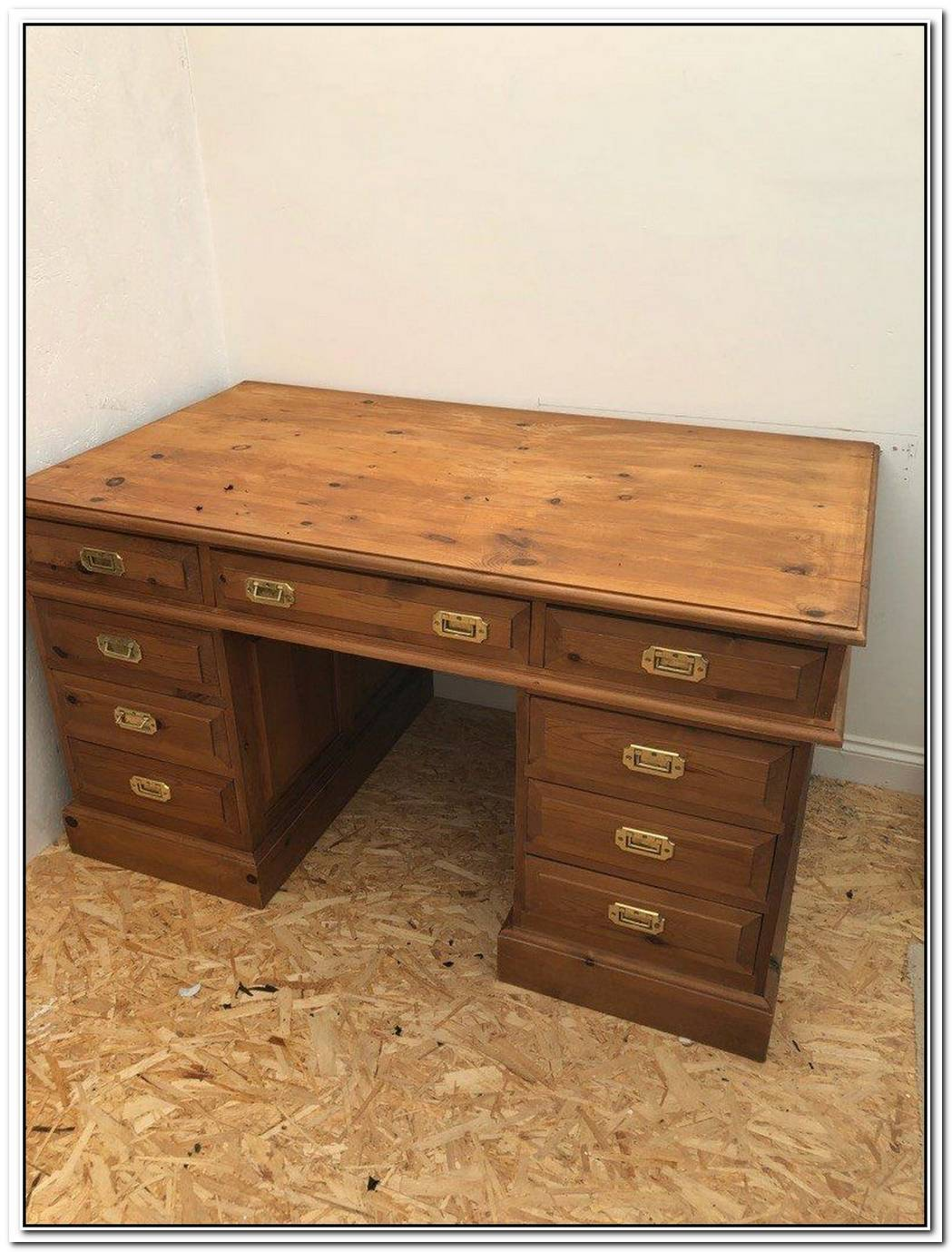 Beautiful Solid Oak Desk