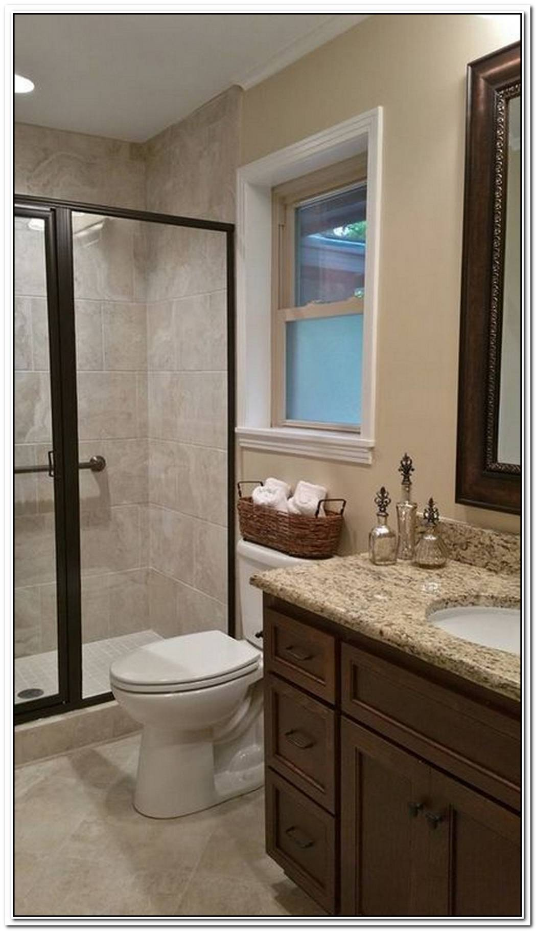 Beige Small Traditional Bathroom