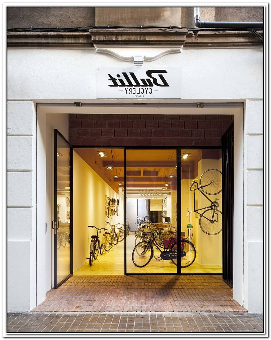 Bullit CycleryDark Bike Shop In Valencia Gets A BreezyCozy Revamp