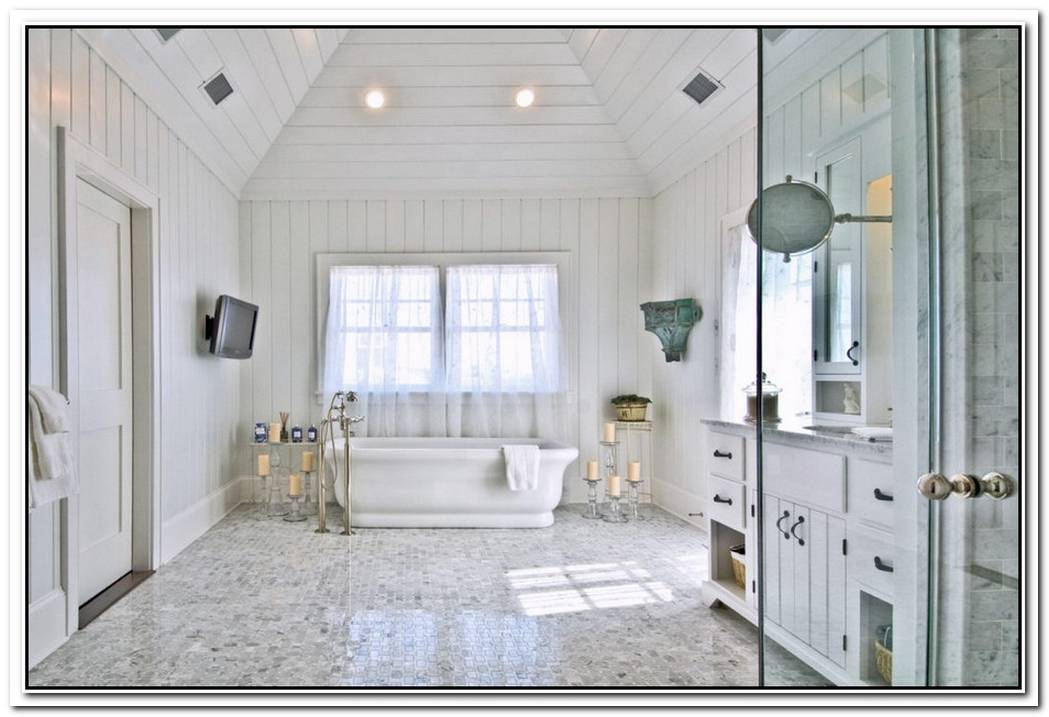 Coastal Cottage Wood Floor Bathroom