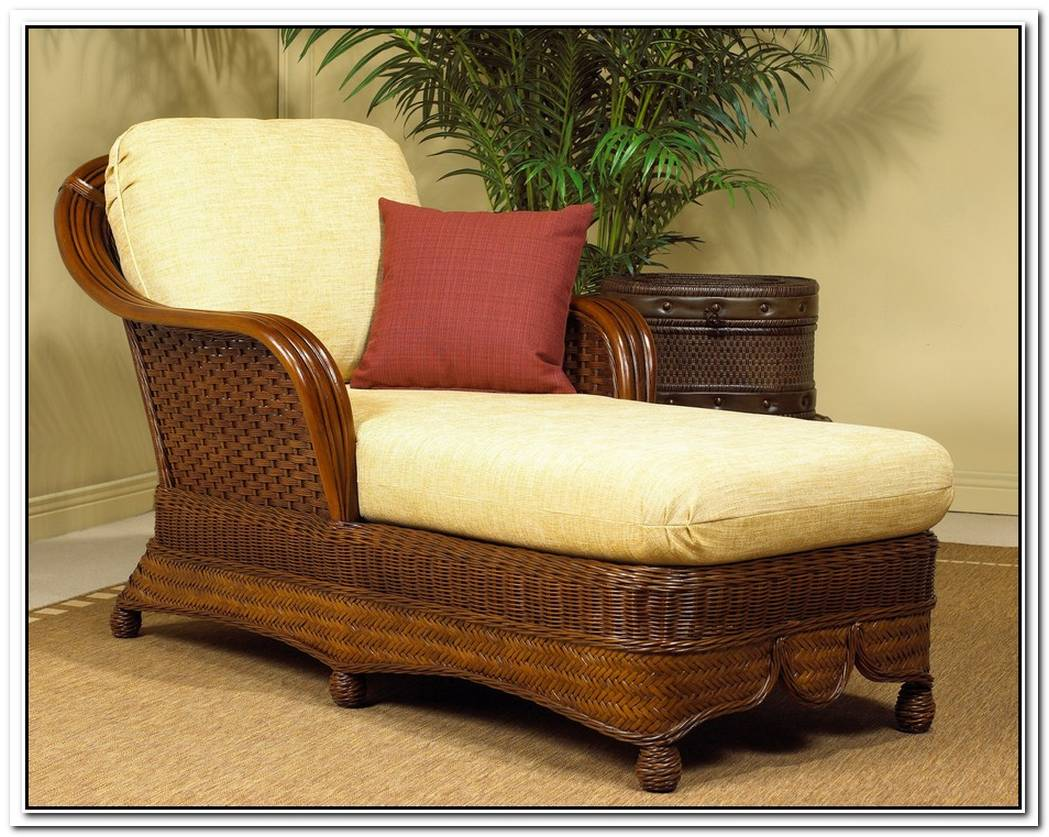 Comfy Indoor Classic Wicker Chaise