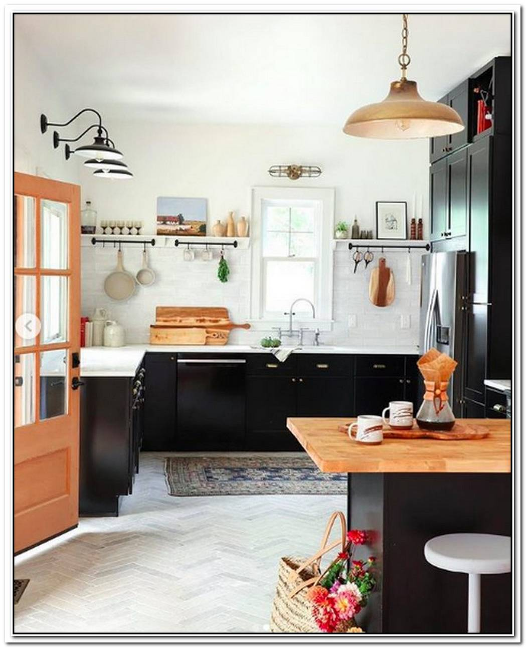 Compelling Contrasts Create A Fresh And Dynamic Kitchen