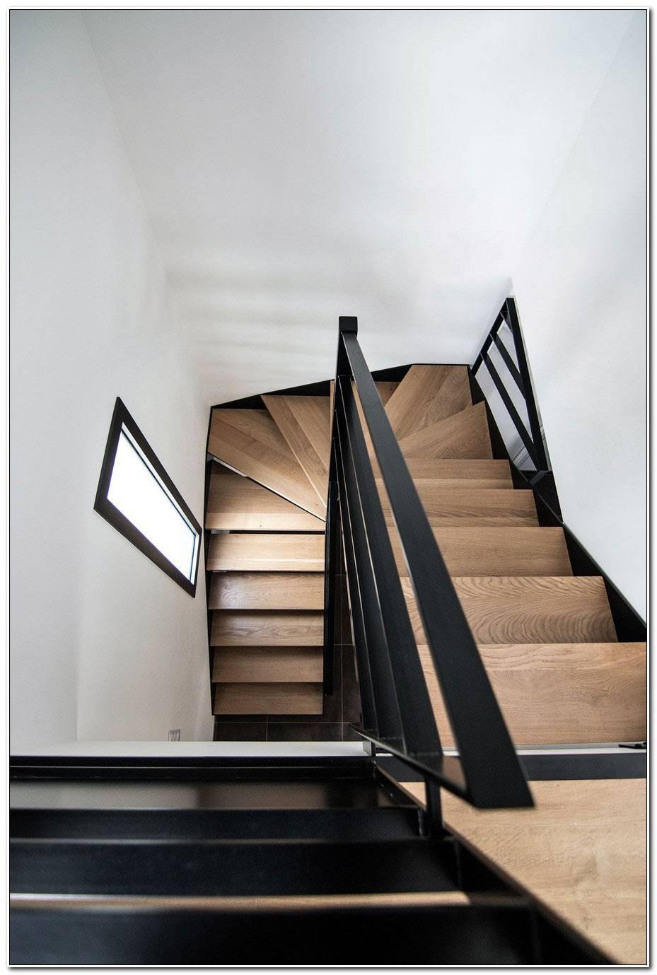 Escalier Noir Et Bois