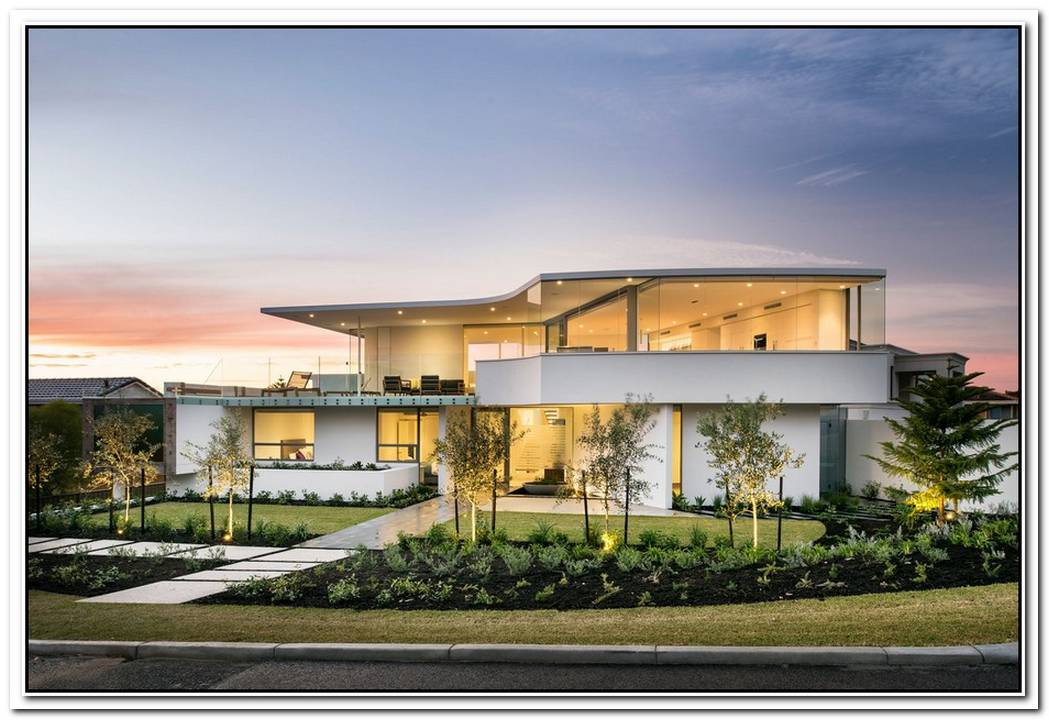 Exquisite Hollywood Mansion Captures The Picturesque Views Of The City