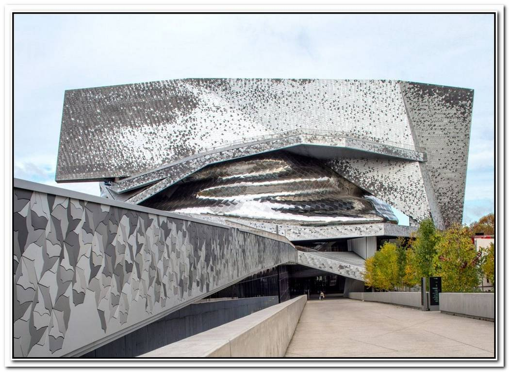 Five Spectacular Concert Halls With Otherworldly Designs