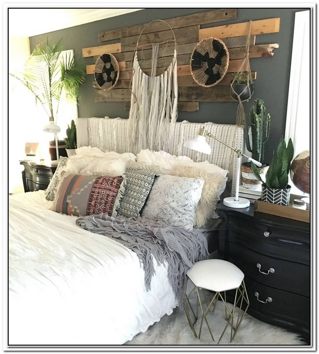 Follow This Bedroom'S Example For A Sophisticated Take On Boho Chic