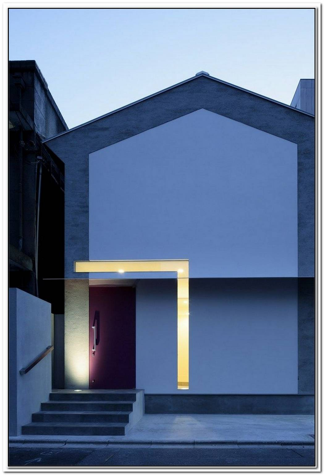House Facade Shaped Like A Keyhole By Eastern Design Office