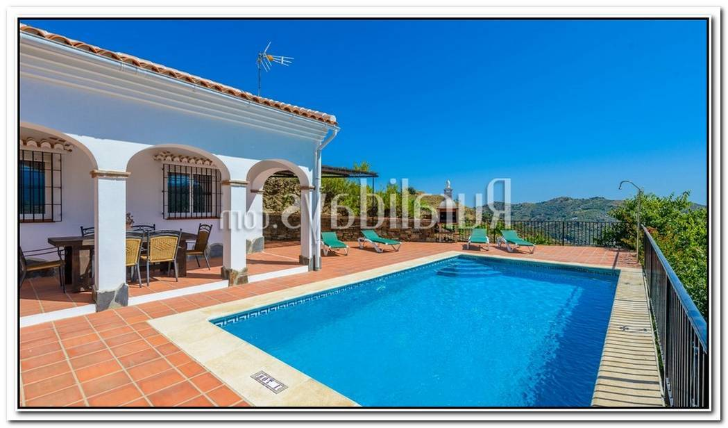 Impressing Andulician Villa In Spain