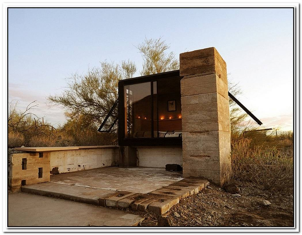 Miner'S ShelterTiny Desert Dwelling Clad In Glass And Steel