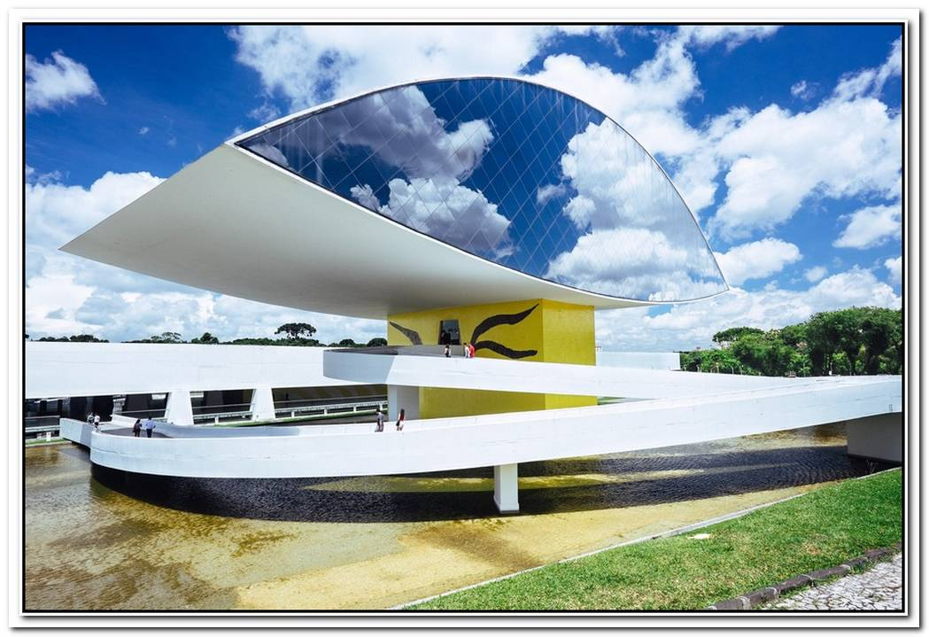 Modern And Colorful Residence Located In Brasília