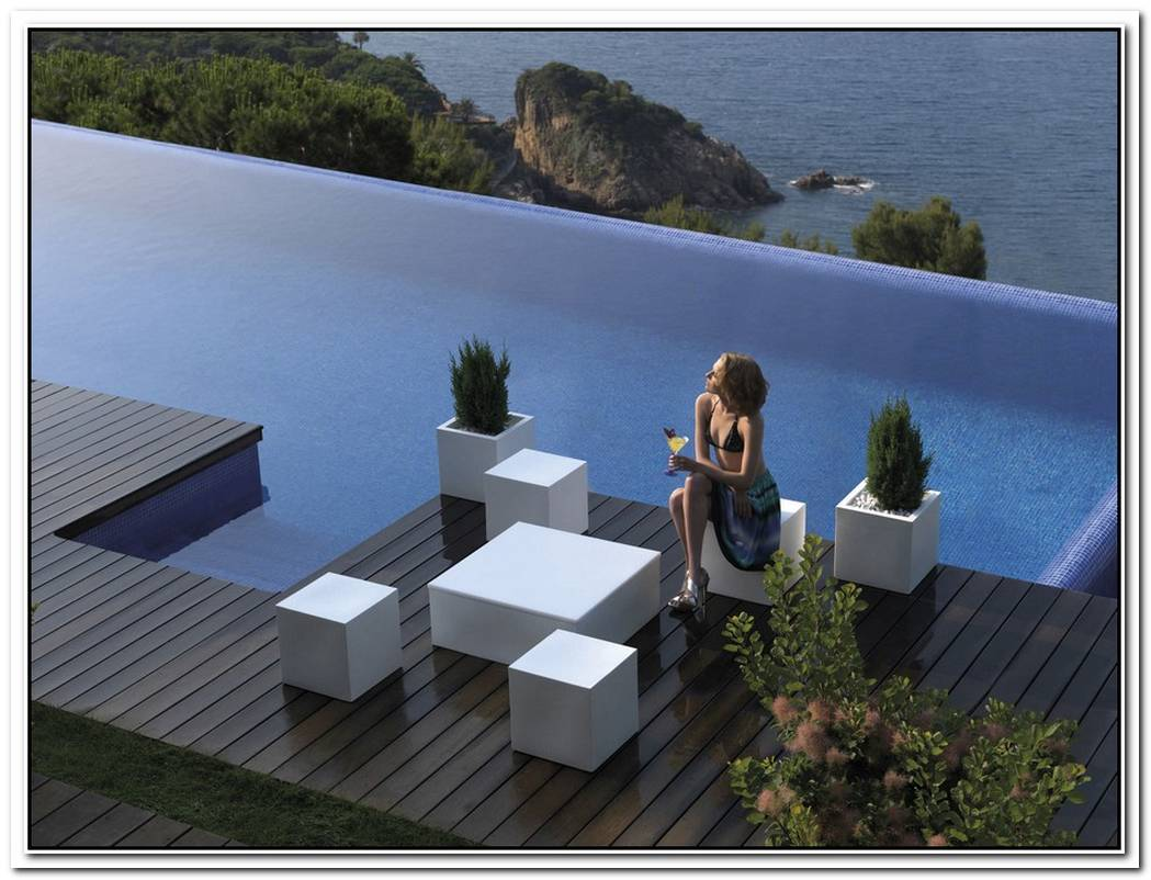 Modern And Elegant Garden Pouf By Vondom