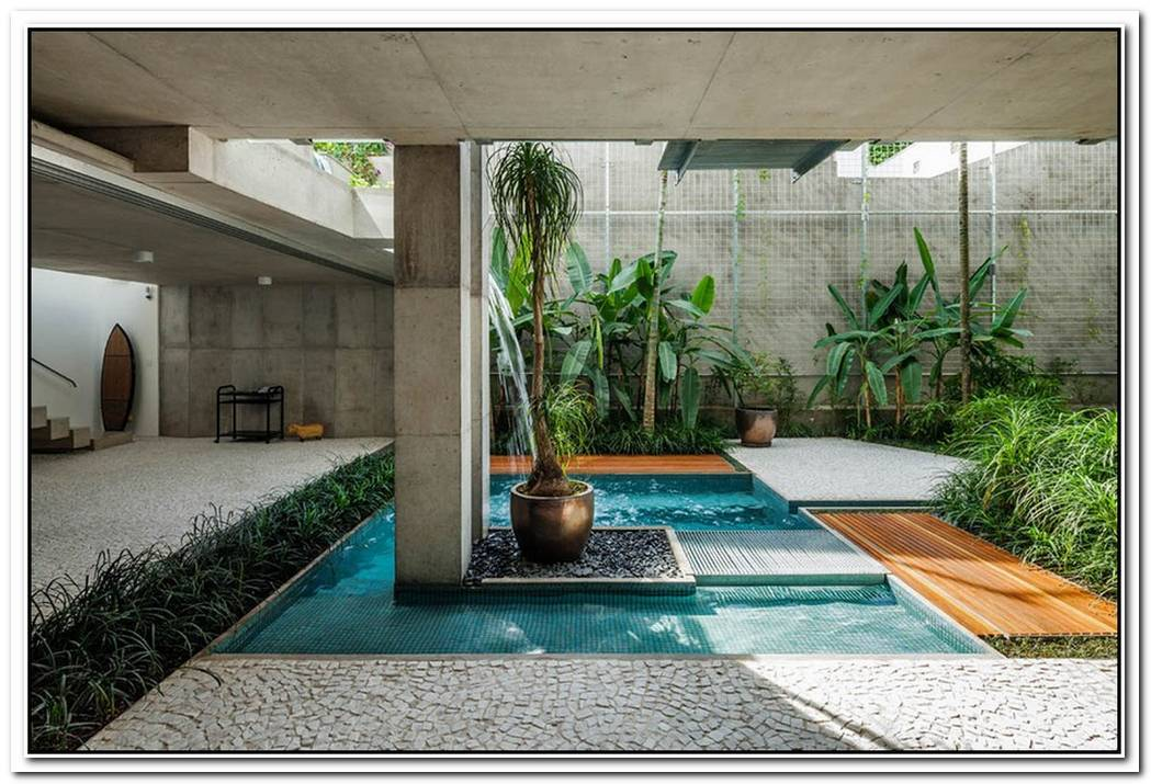 Modern House In Sao Paulo Decorated With Beautiful Sculptures And Paintings