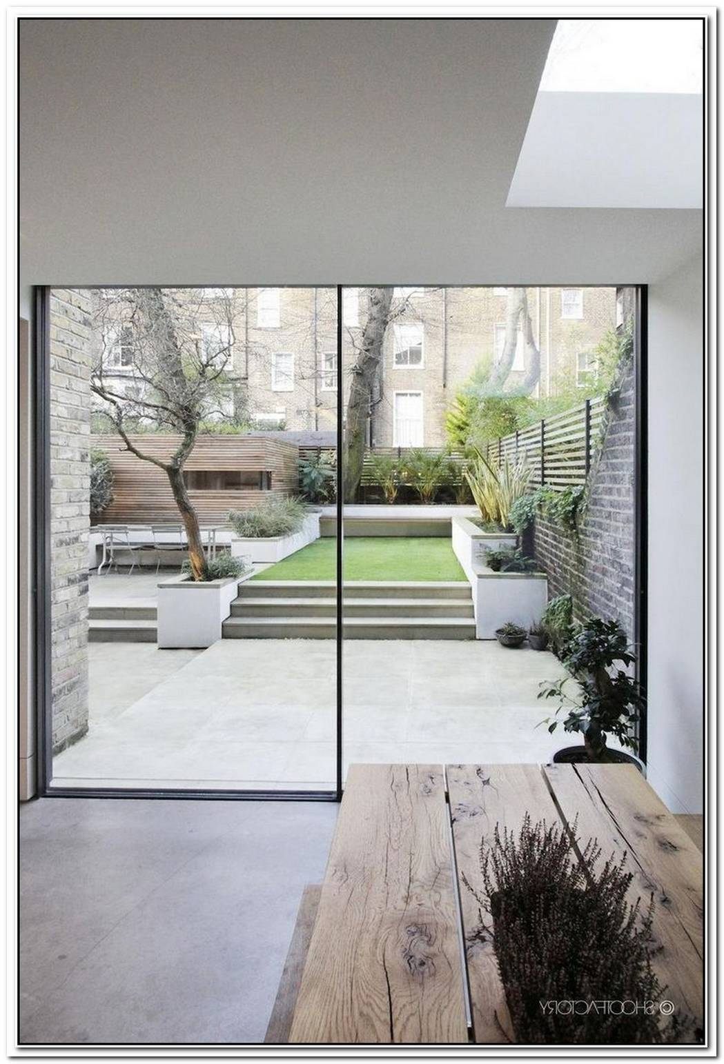 Modern Townhouse In England With Garden Space