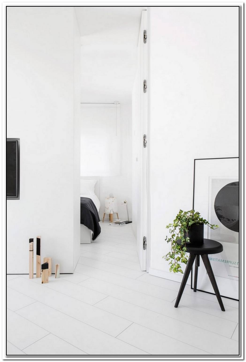 Narrow Apartment In Tel Aviv Designed In White