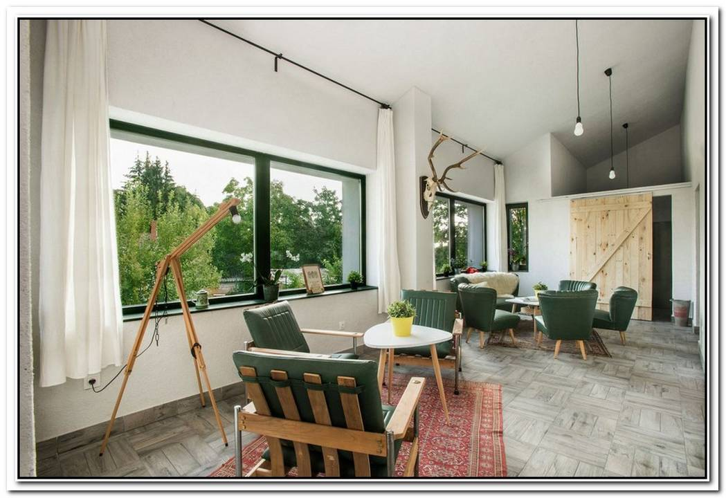 Old House Regains Its Charm After An Artistic Renovation