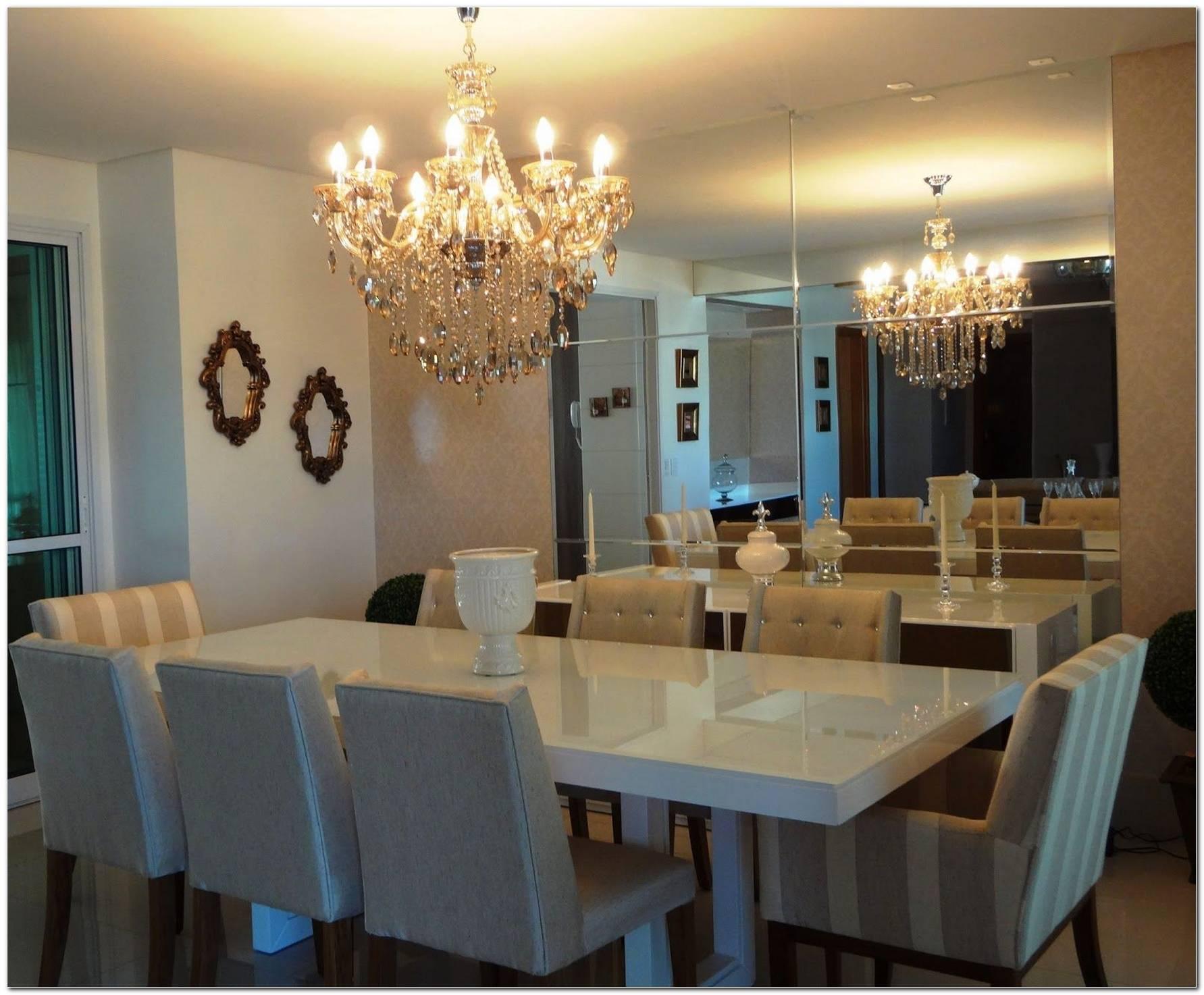 Sala De Jantar Com Buffet E Espelho