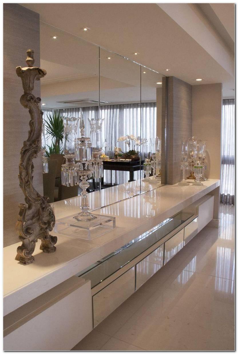 Sala De Jantar Com Espelho Grande Na Parede