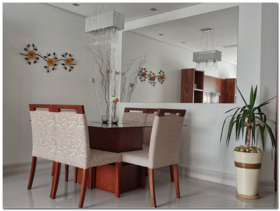 Sala De Jantar Pequena E Bonita