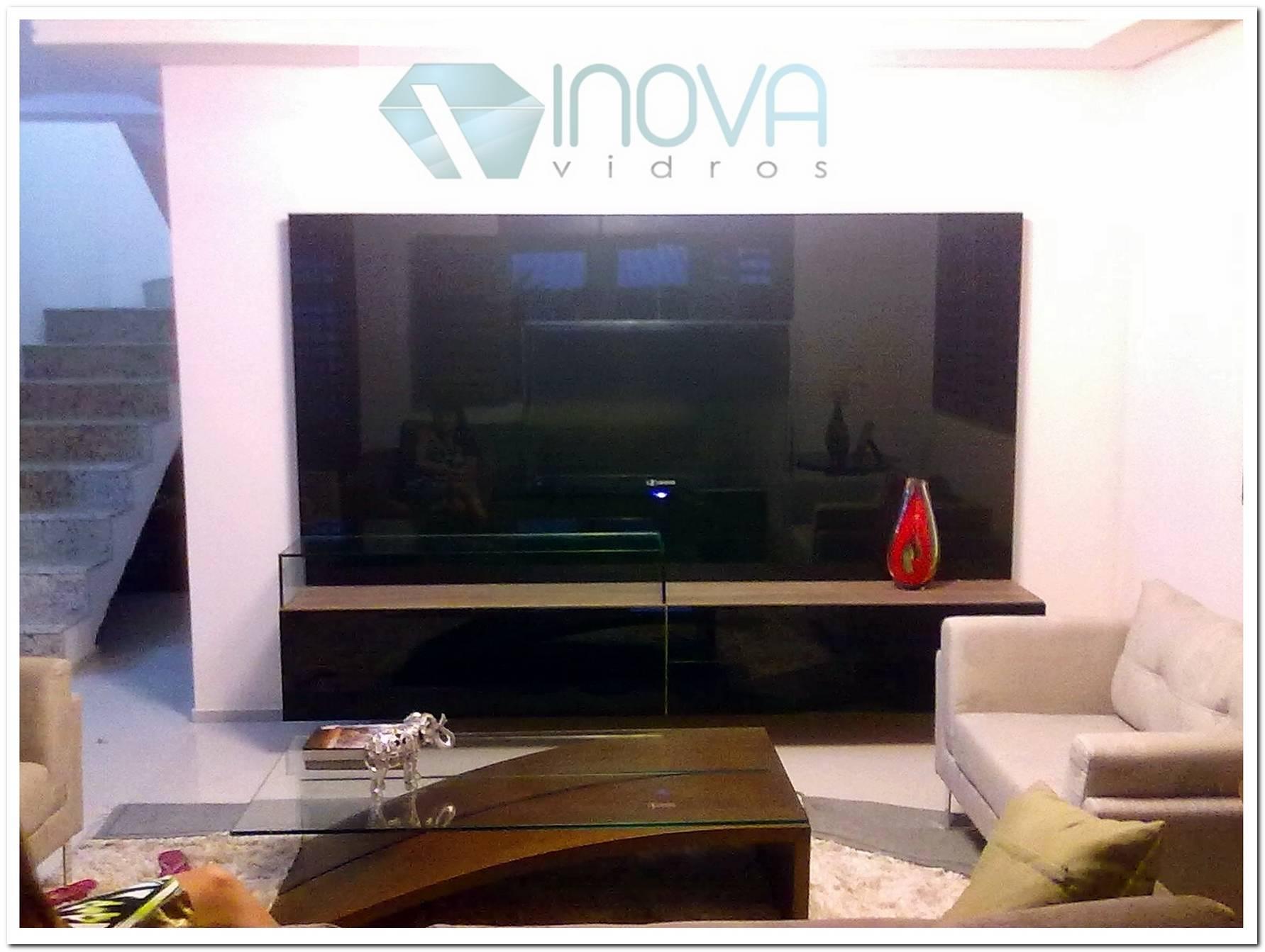 Sala De Tv Com Painel De Vidro