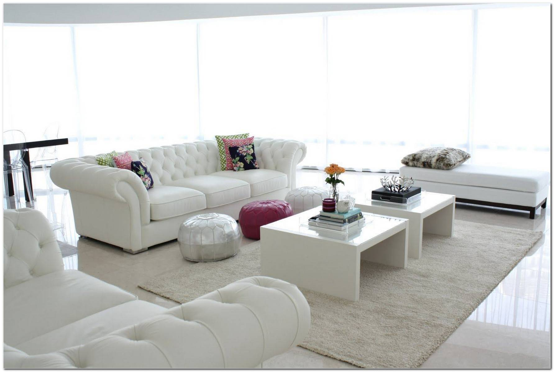 Sala Pequena Com Sofá Branco