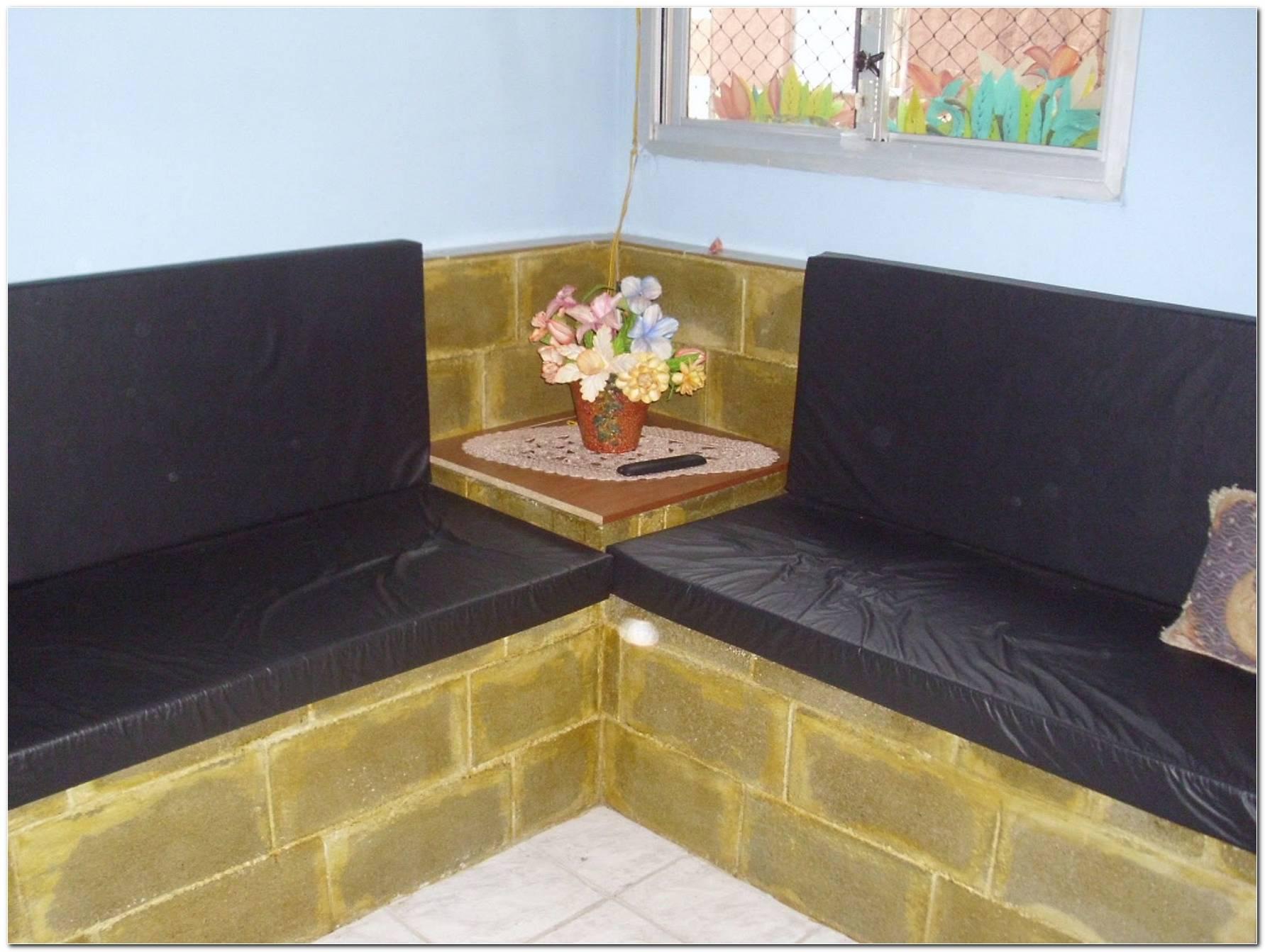Sala Pequena Com Sofa De Alvenaria