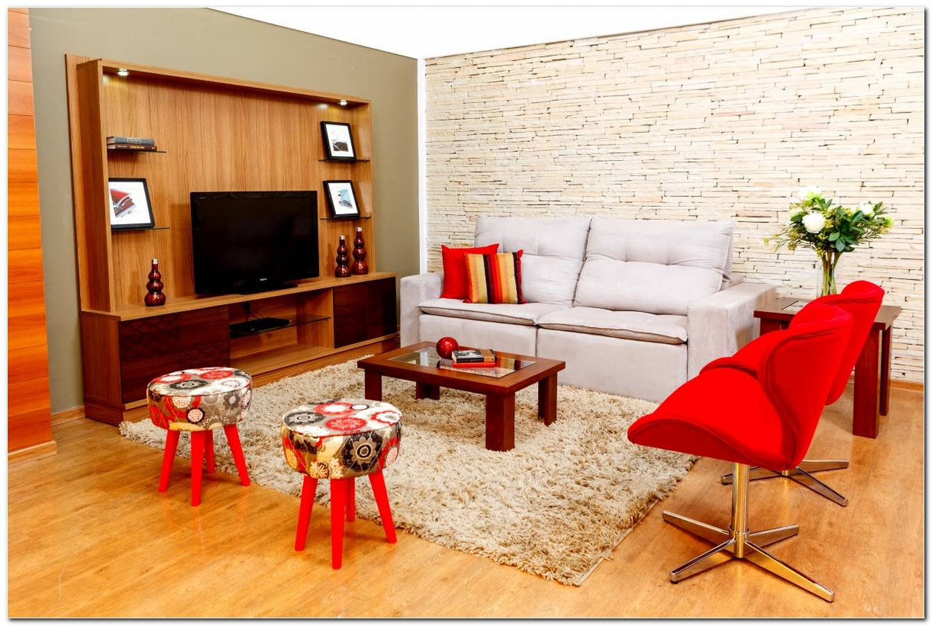 Sala Pequena Com Um Sofa E Duas Poltronas