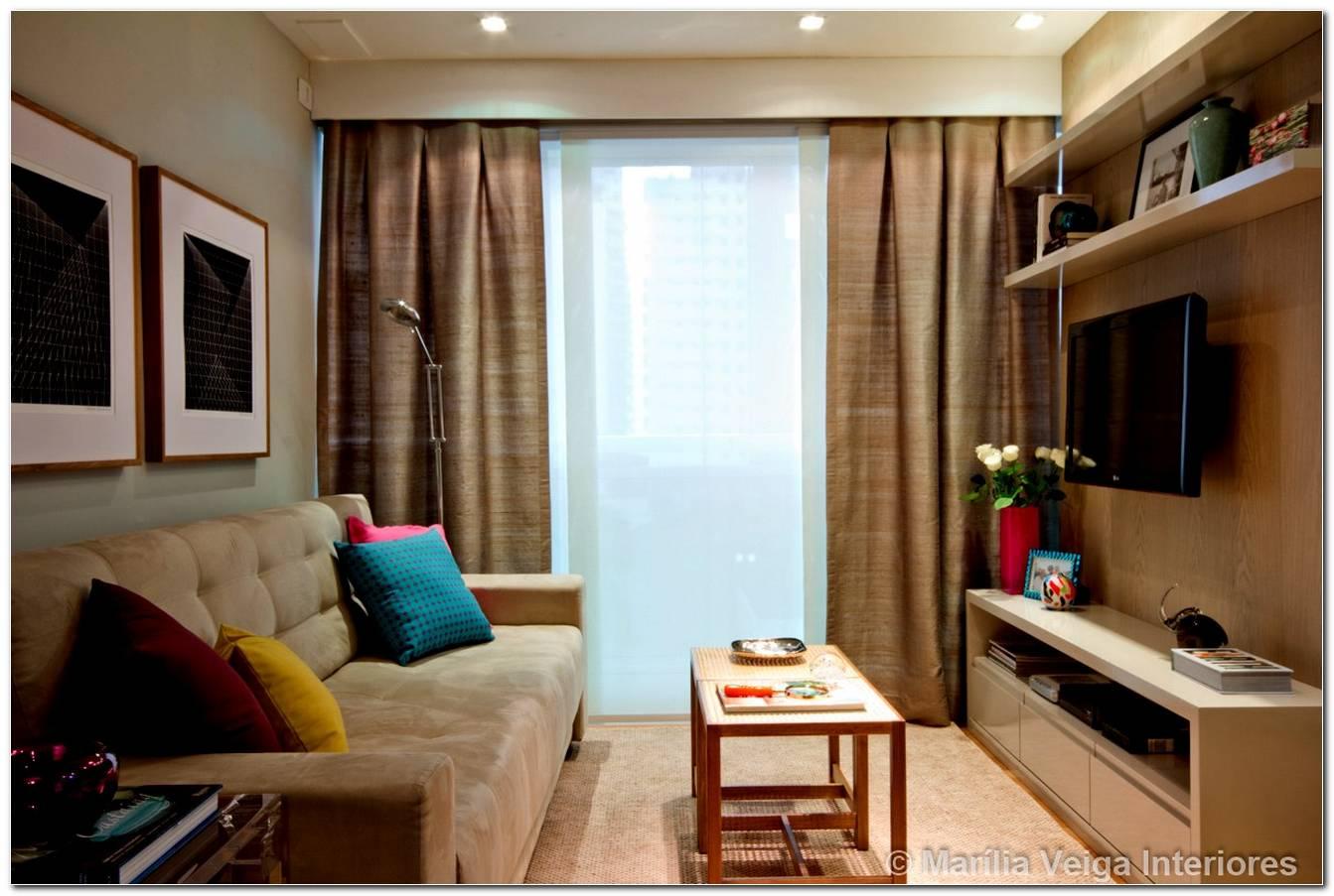 Sala Pequena Decorada Com Sofa Bege
