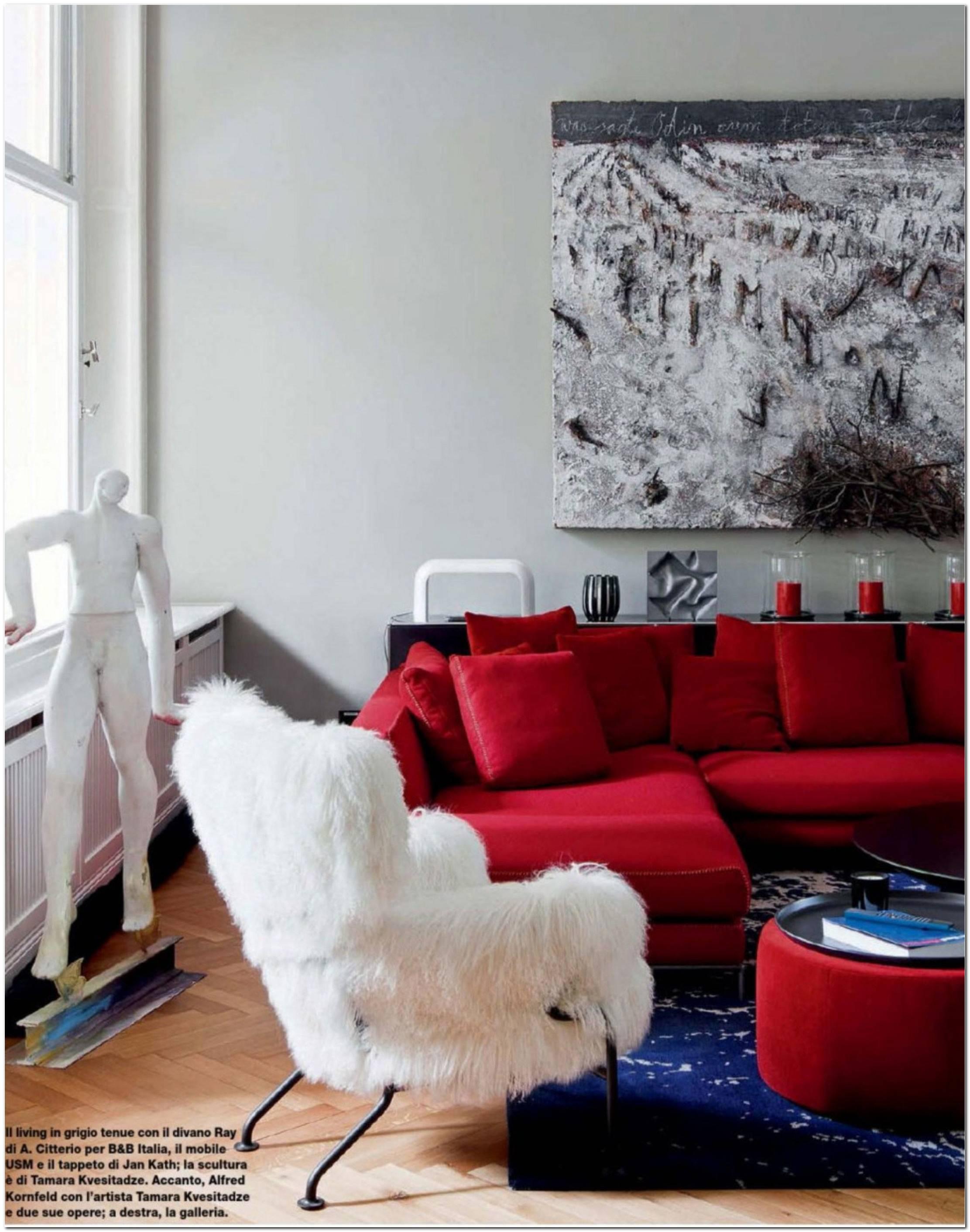 Sala Pequena Decorada Com Sofa Vermelho