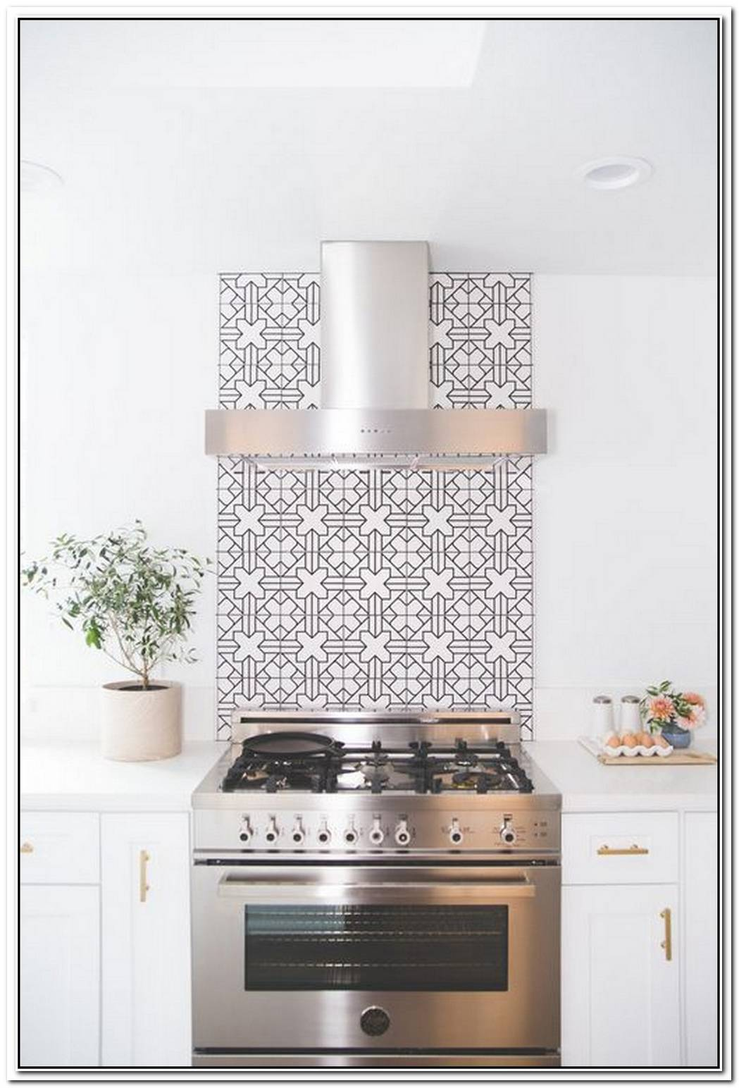Statement Backsplash Is Always A Good Idea